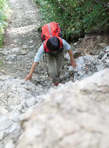 谷川岳 道中には数カ所、クサリ場がある。歩行注意