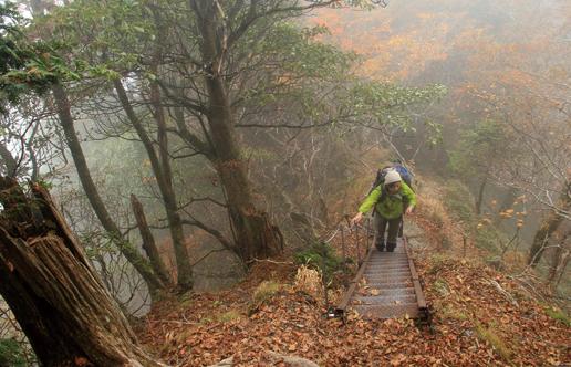 大普賢岳 石ノ鼻周辺は悪場が連続。下山時はとくに注意