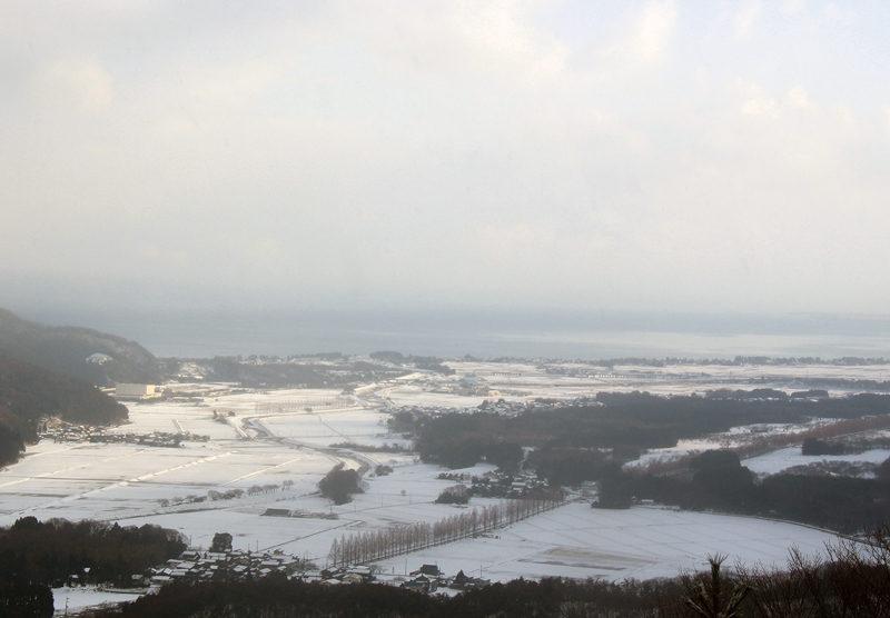 赤坂山 ブナの木平へ向かう途中、琵琶湖が望める