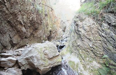 棒ノ折山 滝、沢歩き、岩を楽しめる変化に富んだルート