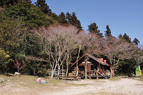 宝満山 山頂近くにあるトイレ完備のキャンプセンター