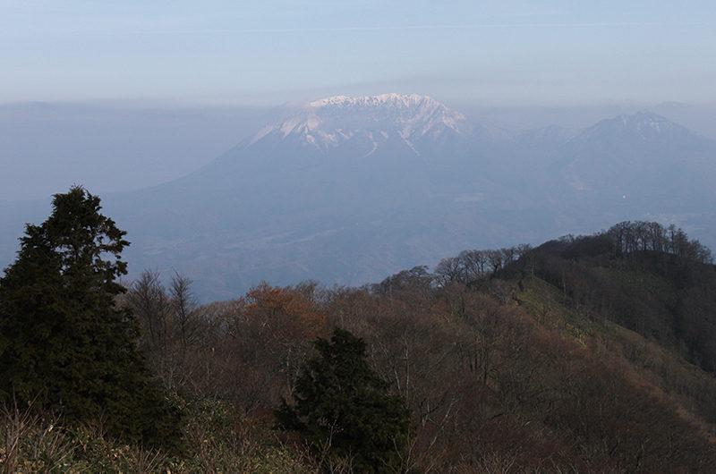 毛無山 山頂から望む伯耆大山は大きい