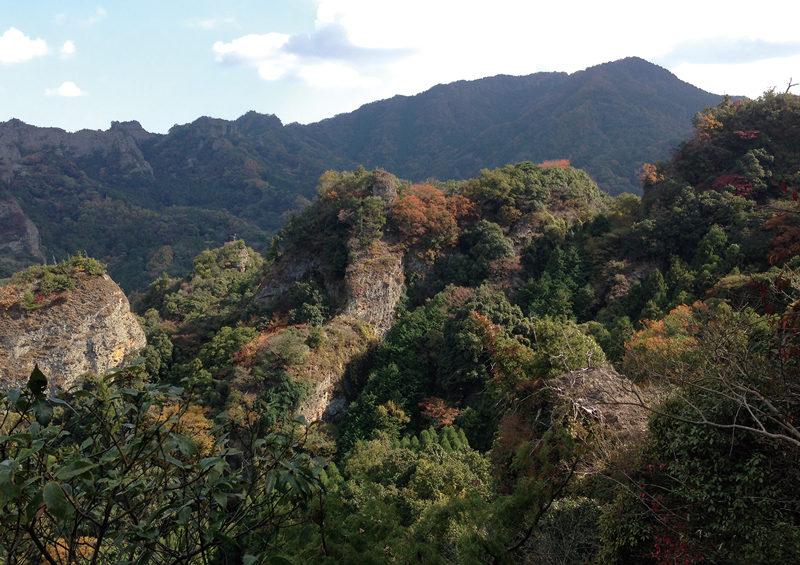 中山仙境 キラキラと輝く紅葉と岩峰が美しい中山仙境