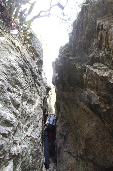 近江富士  アドベンチャー気分を味わえる割岩