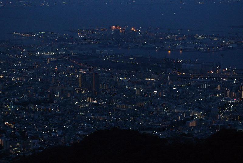 六甲山上周遊 六甲山上駅にほど近い天覧台は絶好の夜景スポット