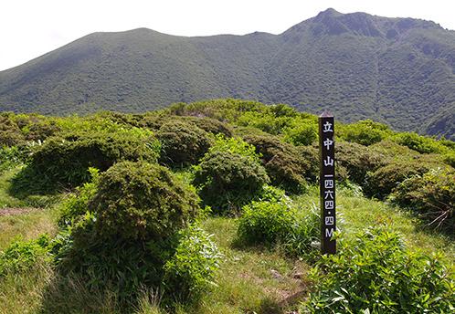 立中山 立中山山頂。背後に写るのは大船山