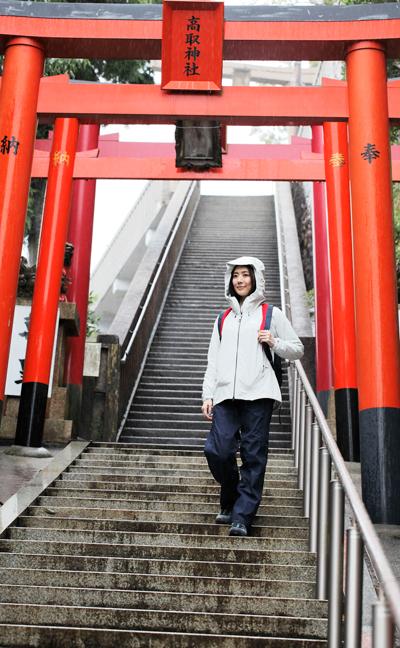 高取山 鳥居の先に奥社が祀られている。階段を上がれば山頂に至る