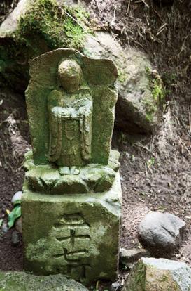湯河原富士 登山道には石仏が点在していた