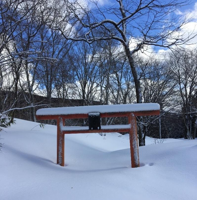 二ノ滝へ向かう遊歩道の鳥居