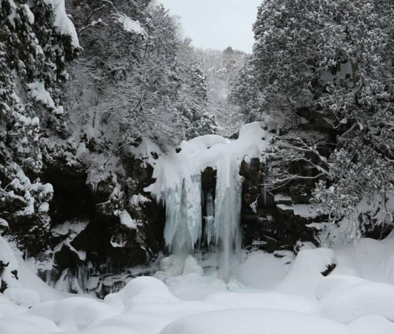 山形県 二ノ滝の氷瀑