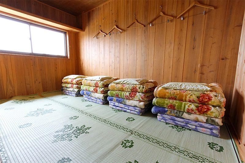 三伏峠小屋の個室一例