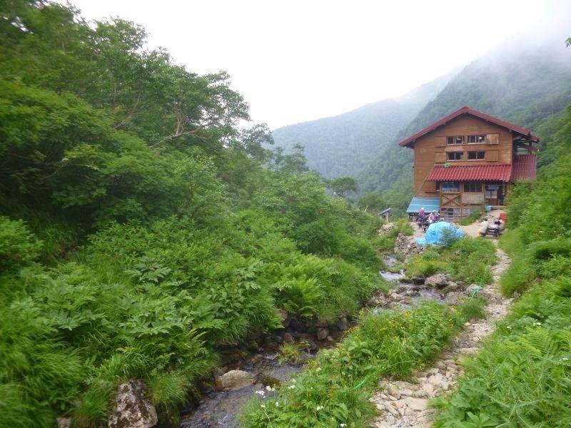 春を背負って 山小屋イメージ・百間洞山の家