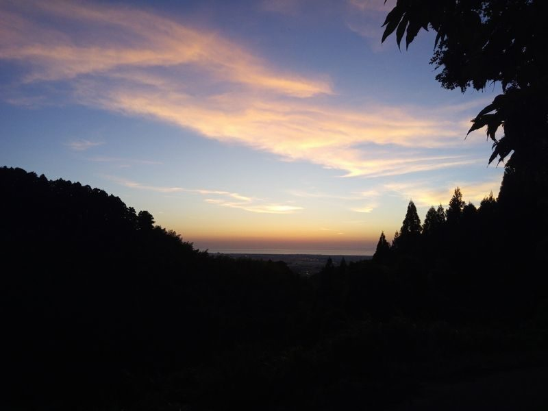 夕暮れの山イメージ